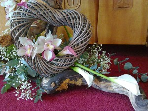 Freestyle arrangement with orchids and calla